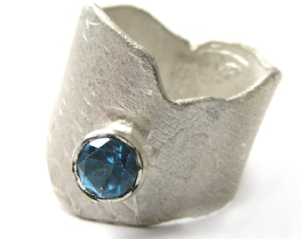Sculptural Silver Ring London blue Topaz, London blue topaz solitaire ring in sterling silver 925, blue Gemstone Ring Ready to Ship size 7.5