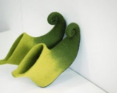 Elf shoes, Fairy shoes, gnome shoes, green shoes, felted home slippers, christmas elf curly toes in green,  Custom colors HANDMADE TO ORDER