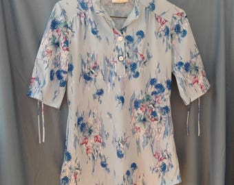 1970s extra small blue floral blouse with ties on sleeves, made in the usa, union label