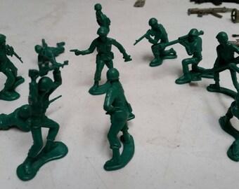Green plastic army men lot