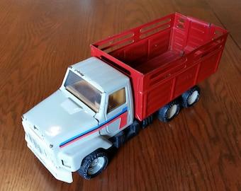 Vintage ERTL Livestock Truck