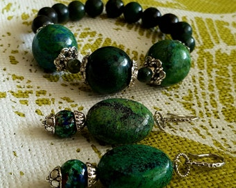 SET:  Beautiful Stretch Bracelet and Dangle Earring Set of Gorgeous Marbled Green, Blue and Black Iridescent Pearlized Beads