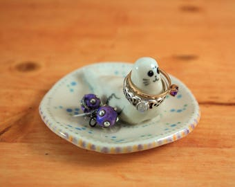 Seal ring dish 05 ceramic ring holder jewelry holder animal lover ring plate porcelain valentine anniversary birthday engagement gift