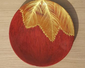 Lacquered wood, red pigments and gold leaf Cup
