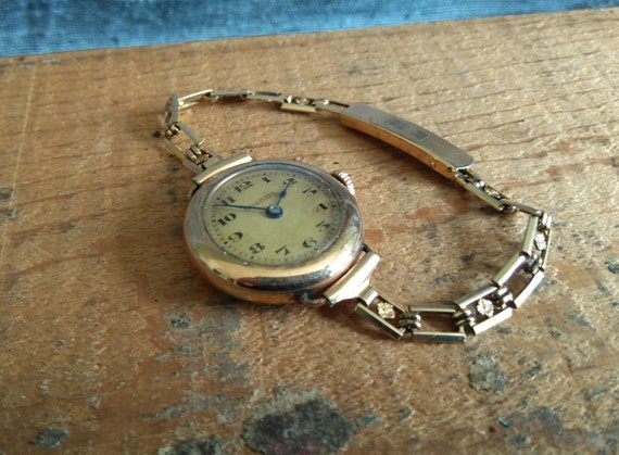 "Vintage 9k gold ""Hallmark"" ladies watch analog wind up works expandable Betty Lou 12K gold filled band"