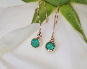 Handmade 14k Gold Emerald Dangle Earrings 0.90cts Total Weight