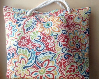 Tote bag in bright multicolor floral print. Weekender bag or beach bag, great for vacation. Hand-beaded and made with cotton rope handles.