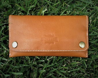 Minimal tobacco pouch, handcrafted with veg tanned vachetta leather