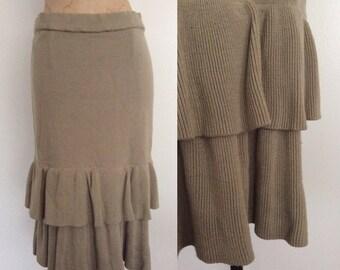 1980's Beige Knit Sweater Skirt w/ Ruffle Hem Size Medium Large by Maeberry Vintage