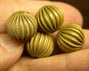 VINTAGE Ribbed Brass Beads 14mm pkg4 m32