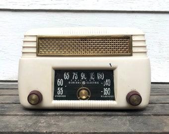Vintage General Electric Radio, 1946 GE Radio Model 201, Ivory Plaskon Casing, Tabletop Tube Radio, 1940s
