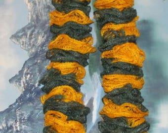 "40480 Hand knit ruffle scarf team spirit green / gold 51"""