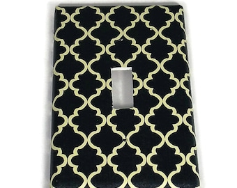Light Switch Cover Wall Decor Switchplate  Switch Plate in Navy and Cream Quatrefoil  (257S)
