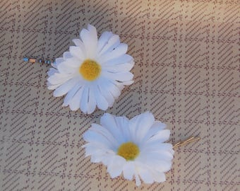 Set of Two Rockabilly Pin Up Style Hair Flower Accessories in White, Daisy Hair Slide, Bridesmaid Hair