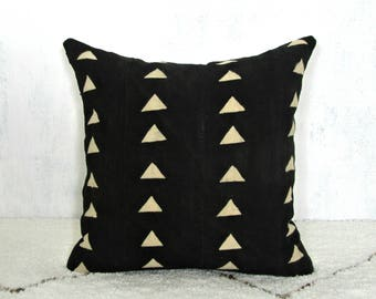 Black Mudcloth Triangle Print Pillow Cover / African Minimalist Mud Cloth Ethnic Textile Geometric Woven Cotton Natural Dye Organic Neutral