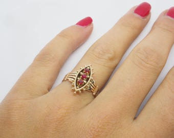 Antique ring with 3 faceted Ruby 14 K