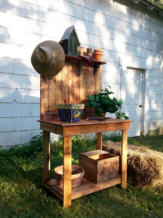 how to make a plant stand out of pallets