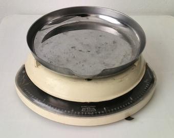 Testut vintage kitchen scale
