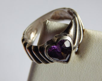 Silver Band Ring with Faceted Amethyst Heart