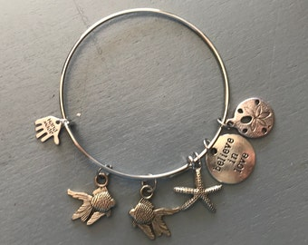 Kissing Fish Bangle, Believe in Love