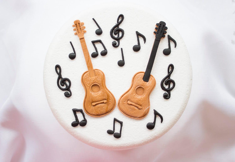 Guitar Musical Notes cake topper 14pcs edible fondant ideal