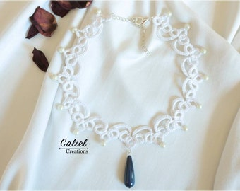 White tatting collar with blue pearl