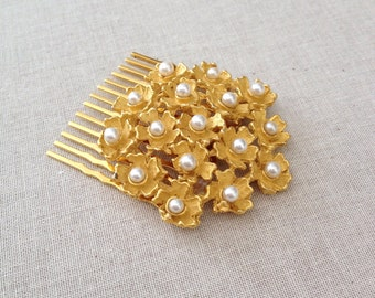Ivory pearl matte gold hair comb, pearl, faux pearl, wedding, hair slide, decorative hair comb, bridal, bridesmaid, rustic, floral, flower