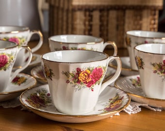 Set of 6 tea cups and saucers with roses and gilding, H. Aynsley