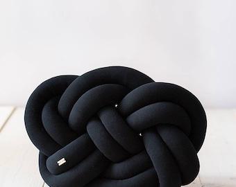 Knot cushion - black