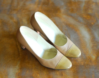 vintage saks fifth avenue neutral leather heels / size 7