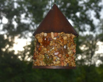 Round Pointed Roof Birdhouse Cobblestone Birdhouse with Fall Leaves