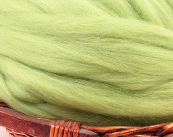 Dyed Corriedale Natural Spinning Fiber Wool Top Roving / 1oz - Leaf