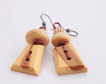 Earrings, wooden buttons from La Trukerie, wood, the old bags, eco-vintage beads, recycled