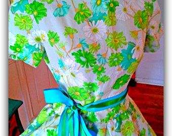 Vintage 1950's dress / Spring /Mother's day/ Garden Party  / Floral /Pin up / Tea Party/ Derby/ Fit and Flare /Full Sweep Skirt / Med