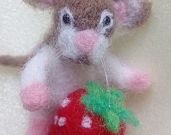 Needle felted mouse. Needle felted Animal. Needle felted soft sculpture.ooak