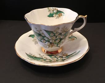 Queen Anne ~ Teacup and Saucer ~ England ~Bone China ~ Green & White ~Gold trim ~ Vintage