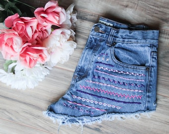 High waist vintage denim shorts Size 30 | Aztec embroidered denim | High waisted denim shorts | Hipster shorts | Festival bohemian shorts |