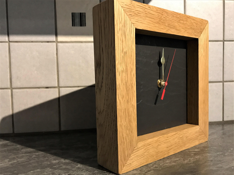 Gezeiten-Uhr auf Schiefer mit Eichenrahmen montiert