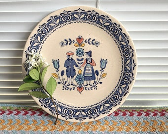 """Vintage Johnson Brothers Hearts and Flowers 10"""" Dinner Plate with Folk Couple Holding Hands"""