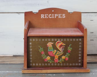 Recipe Box / Vintage Wooden Recipe Box / 1960's Wooden Kitchen Recipe Box / Farmhouse Kitchen Decor / Shabby Rustic Kitchen Decor Wedding