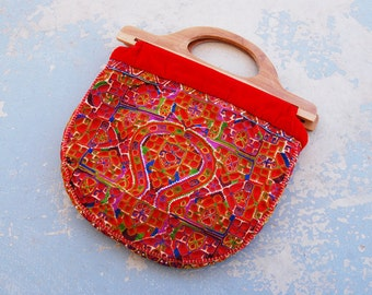 vintage 70s Red Ethnic Embroidered Purse - 1970s Boho Wood Handle Tote Bag - Tribal Tapestry Handbag
