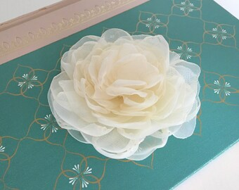 Cream Flower Hair Clip.Bridal Hair Piece.Wedding Headpiece.Hair Accessory.Flower Brooch Pin.Peony Hair Clip.Hair Comb.Hair Pin.Creamy Ivory