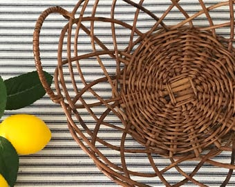 Willow Bread Basket . Round Wicker Basket . Farmhouse Kitchen Decor . Boho Farmhouse . Cottage . Modern Farmhouse Fixer Upper Decor