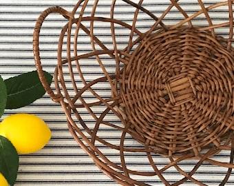 Willow Bread Basket . Round Wicker Basket . Farmhouse Kitchen Decor . Boho Farmhouse . Cottage . Modern Farmhouse Fixer Upper Decor