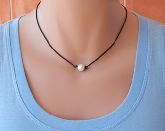 leather pearl necklace Boho pearl necklace Single pearl necklace leather pearl leather necklace pearl necklace leather leather pearl choker