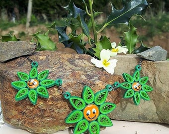 Necklace three green smiley flower Fimo quilling.