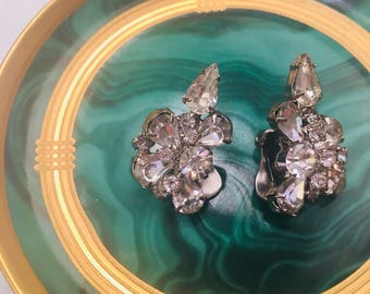 Vintage 190's rhinestone cluster earrings.... so stunning...