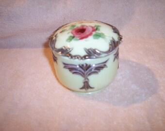 Heisey Winged Scroll Custard Powder box