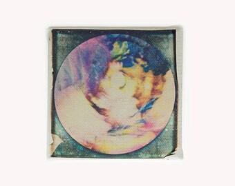 Transfer Polaroid, mandala 10x10 da appendere. Fotografia su tela, colori caldi. Giallo oro, bruciato, verde, rosa. Regalo per buddista.