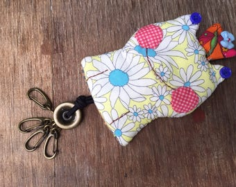 Key holder made of Japanese fabric. Frog face is smiling. Handmade Item.